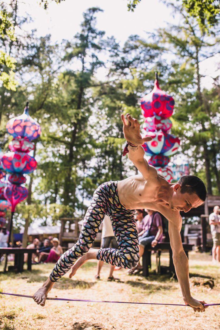 male gymnast performing acrobatics during Noisily Festival 2018