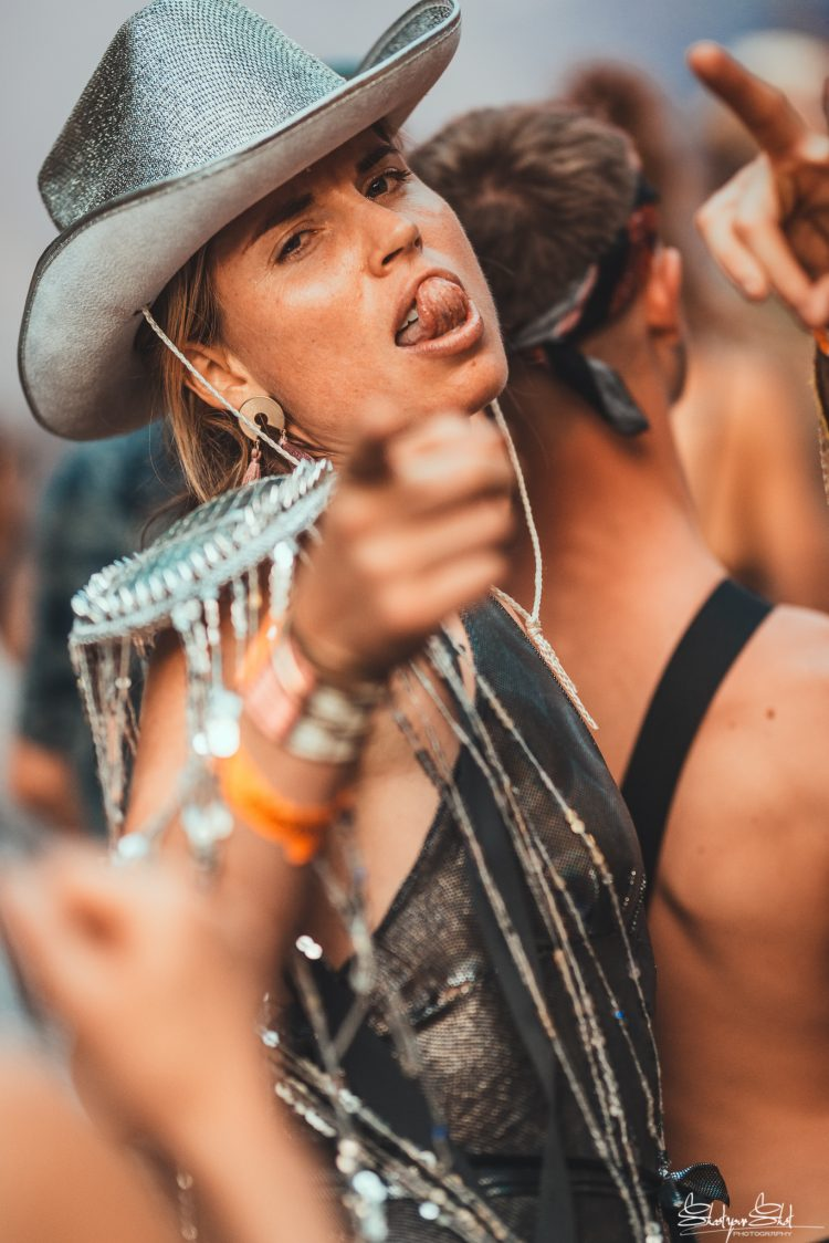 girl in cowboy hat pointing into camera at Noisily Festival 2018