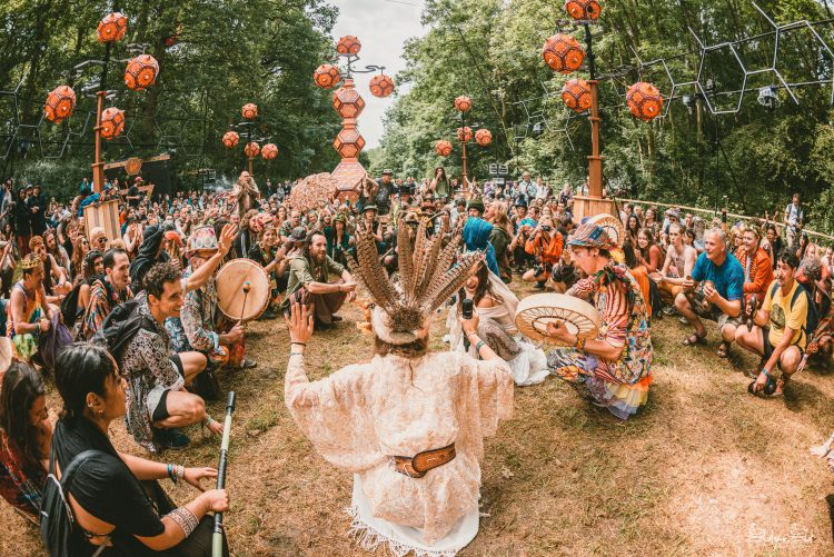 Crowd of festival-goers sitting in a circle around some Noisily Festival 2019 performer