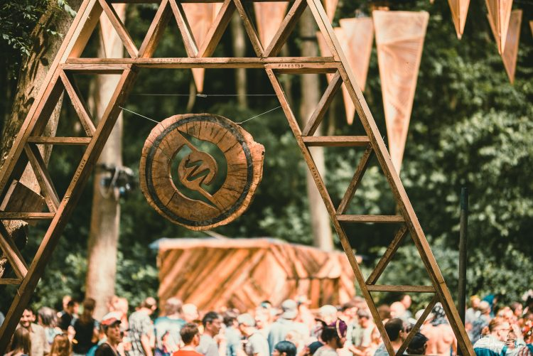 Wooden Noisily Festival 2019 decoration with crowd in the background