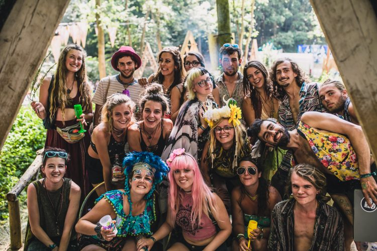 a large group of Noisily Festival 2018 attendees crouching and smiling