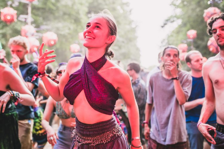 young woman dressed as belly dancer dancing during Noisily Festival 2018