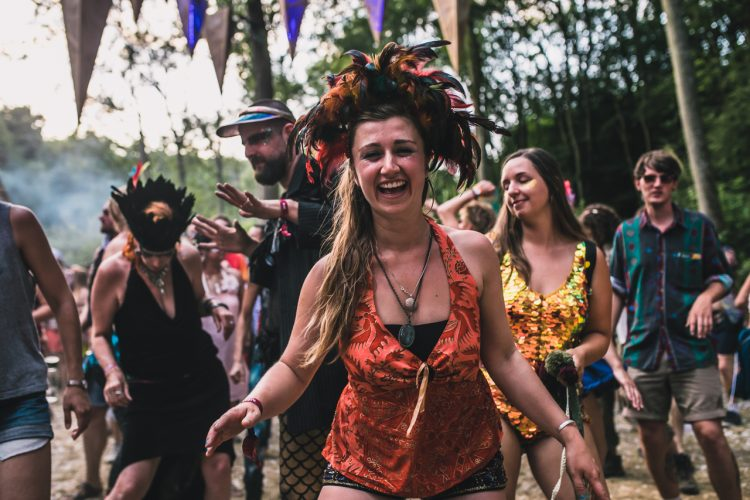 woman in feather hat smiling and dancing during Noisily Festival 2018